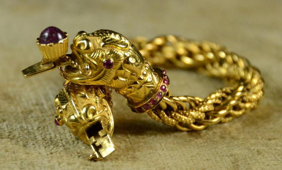 Wonderful Vintage 18kt Solid yellow gold and Ruby double heads lioness bangle bracelet