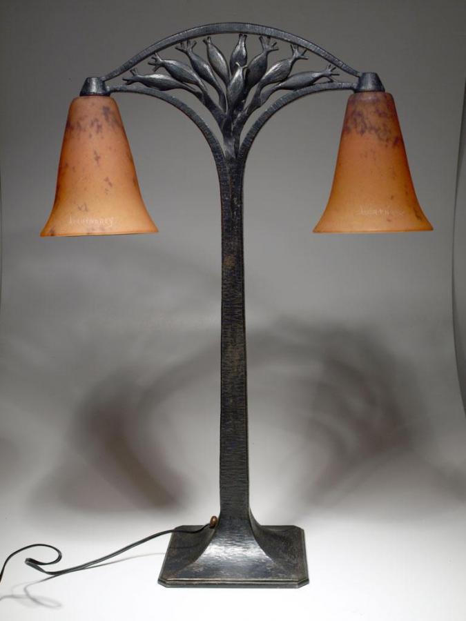 Lampada doppia con base in ferro battuto